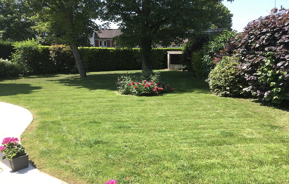 tonte-dun-jardin-a-etiolles