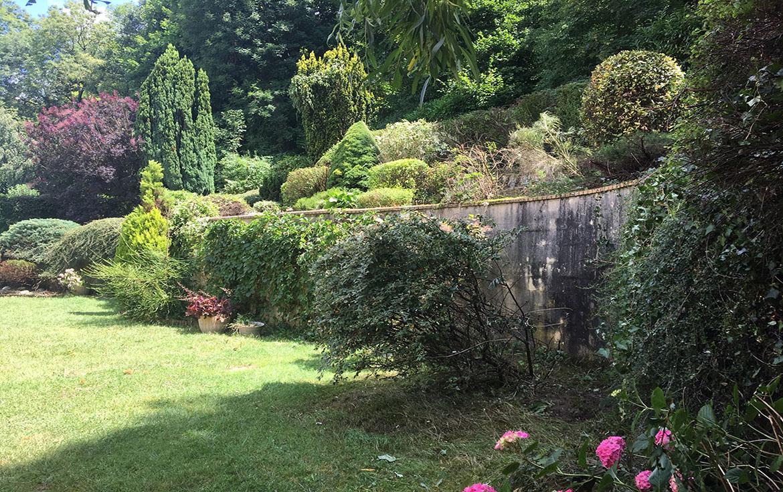 l'entretien d'un jardin paysagé