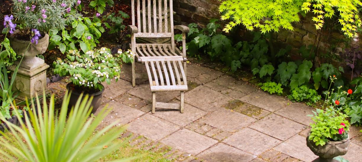Cmonjardinier vous conseil pour aménager un jardin en pente.