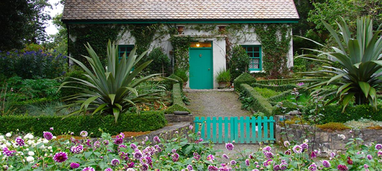 Savez-vous comment aménager un petit jardin et optimiser votre espace au maximum ? Cmonjardinier vous donne ses astuces et conseils.