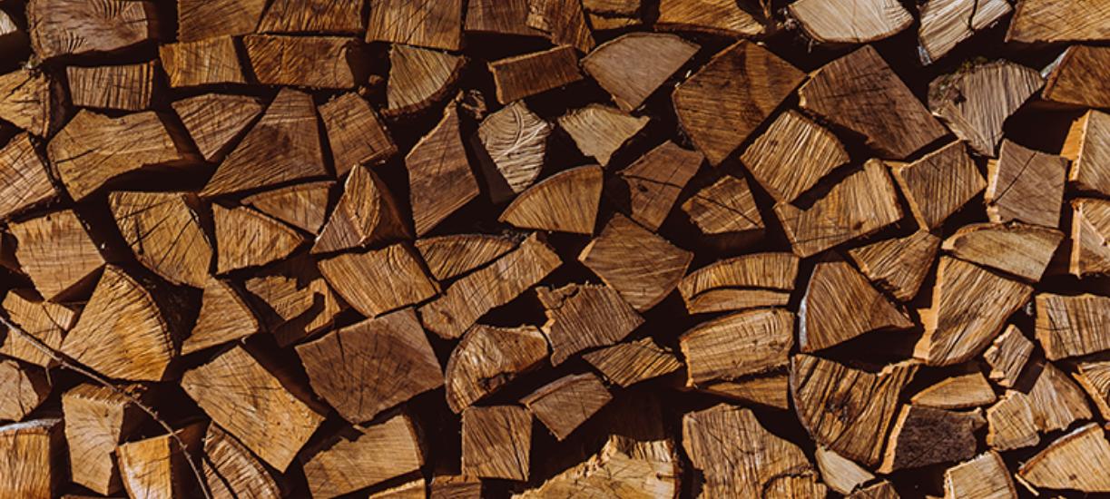 Cmonjardinier vous explique comment stocker son bois et vous donne ses règles d'or.
