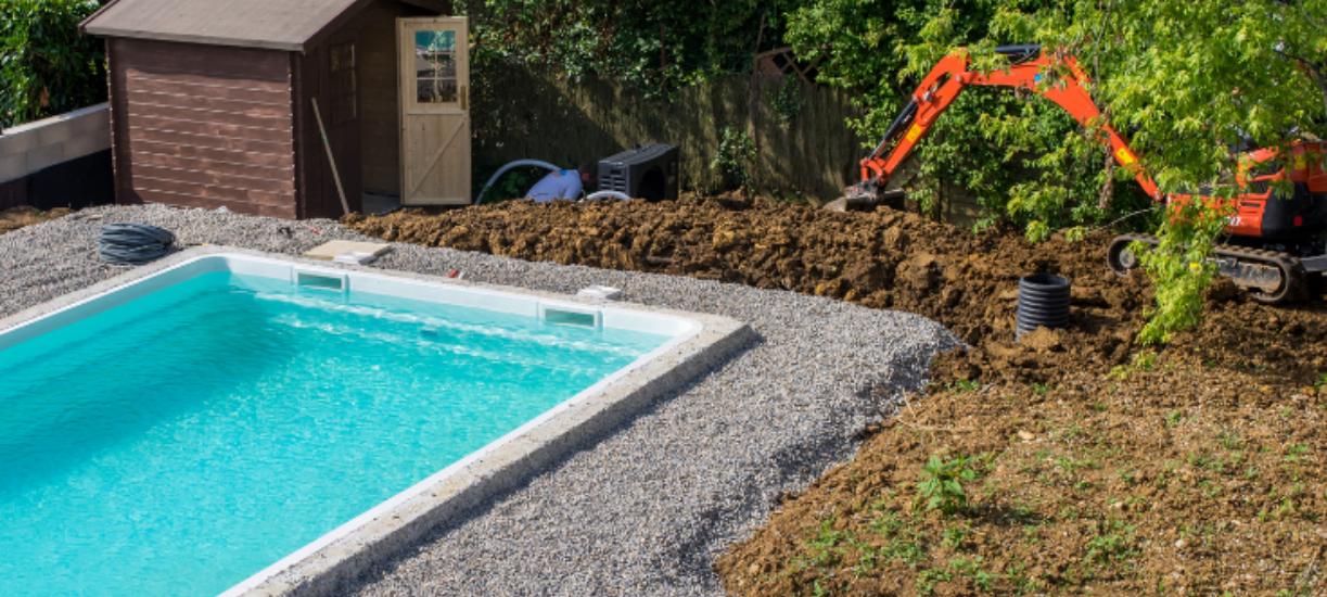 Cmonjardinier vous explique les travaux de terrassement dans un jardin.