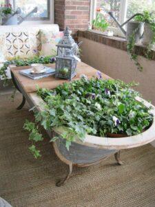 Pots de fleurs originaux et insolites en baignoire